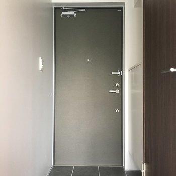 玄関スペースがこちら。狭くはないです。