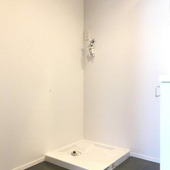 脱衣所スペースに洗濯機置き場が。