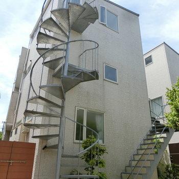 外観。外付け階段!
