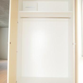 そこそこ入りそうな収納! ※写真は2階の似た間取り別部屋です。