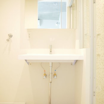 洗面所は浅めですが、独立。 ※写真は2階の似た間取り別部屋です。
