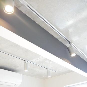 明かりはライトレールで! ※写真は2階の似た間取り別部屋です。