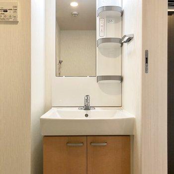 独立洗面台。使いやすそうです。※写真は前回募集時のものです。