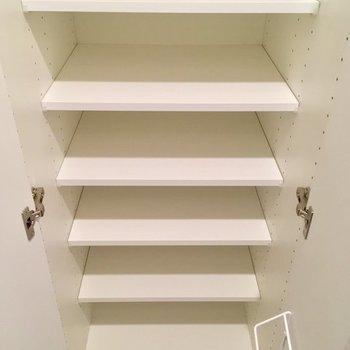 靴箱の中に傘立て! ※同階同間取り別のお部屋の写真です