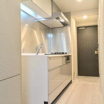 上のお部屋からキッチン方面へ※写真は同階、反転間取りの別部屋です。