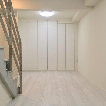 地下室だー!!!※写真は同階、反転間取りの別部屋です。