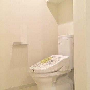 トイレ脱衣所の中にありますよ※写真は同階、反転間取りの別部屋です。