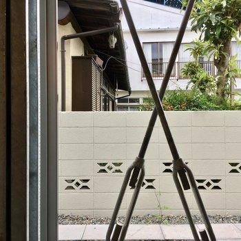眺望は共用部のきれいなブロック塀