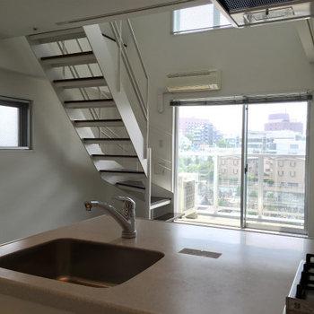 眺めていたくなる窓辺です。※写真は11階、同間取りの別部屋です。