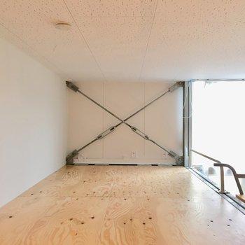 立つと頭をぶつけるけど、正座は余裕。※写真は反転間取りのNo.2のお部屋です