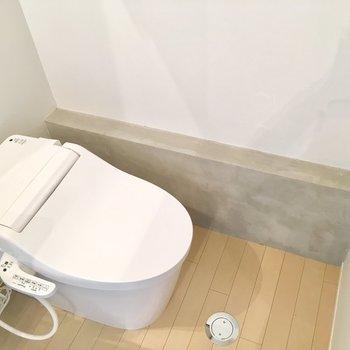トイレはすっきりタンクレス※写真は反転間取りのNo.2のお部屋です