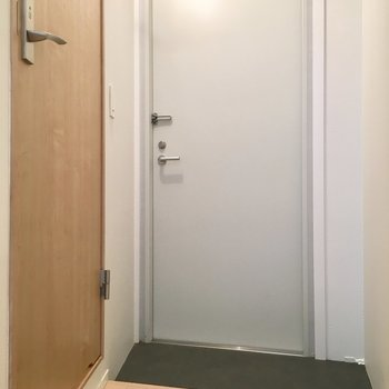 ななめになった玄関スペース