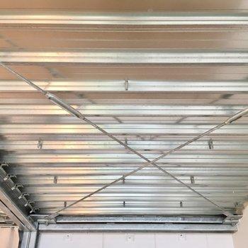天井にハンガーとか掛けられそう※写真は同じ間取りのNo.7のお部屋です