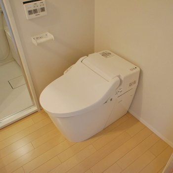 タンクレスのすっきりトイレ!