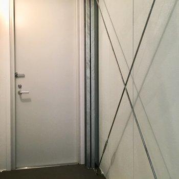 玄関入ってもX!