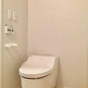 シンプルにタンクレストイレ※写真は同じ間取りのNo.7のお部屋です