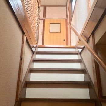 階段を登っていざ2階へ