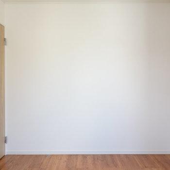 【洋室2】こちらは6帖ほどの大きさ。