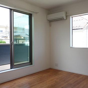 【洋室2】お次はバルコニーのある洋室です。