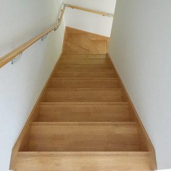 では、階段を登ってきて、2階の居室へ。