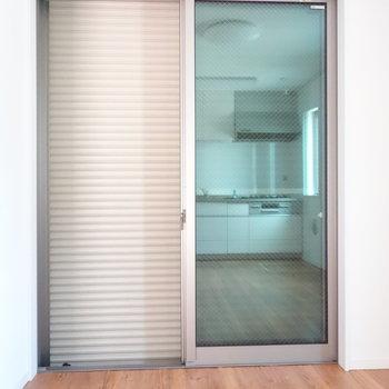 1階リビングの窓は防犯シャッター下ろせて、安心ですね。
