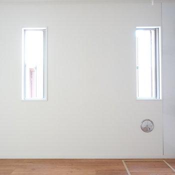 キッチン横に採光窓あります。