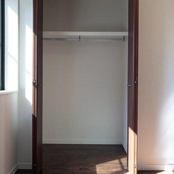 【7.6帖洋室】こちらにもクローゼットがあります。