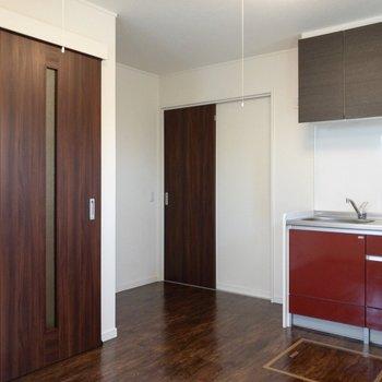 【DK】冷蔵庫置場はキッチンの左側。
