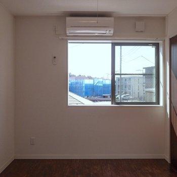 【7.6帖洋室】セミダブルベッドがちょうど良さそうな広さ!