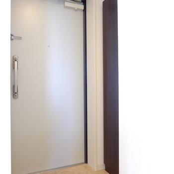 背の高いシューズボックスがある玄関です(※写真は3階の同間取り別部屋のものです)