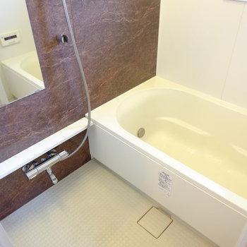 結構広めのお風呂(※写真は3階の同間取り別部屋のものです)