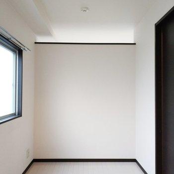 洋室もみてみましょう!上部分はがリビングと繋がっていますね。