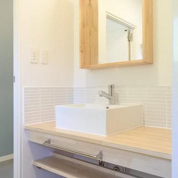 造作洗面で毎日の身支度。るんるんですね。※写真は前回工事したお部屋
