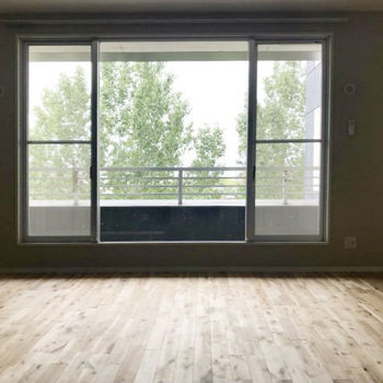 大きな窓から見えるのはたっぷりの緑!癒される風景です。
