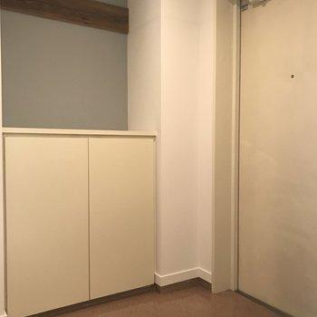 広々とした玄関!シューズボックスの上にもセンスよく小物を飾ろう!