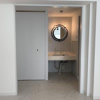 かわいい丸い鏡のついた♪洗面台