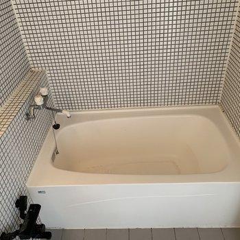 エレガントなタイル貼り浴室♪