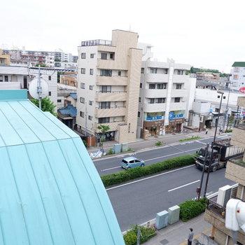 駅前の通り見えます。