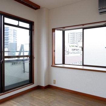 【4.5帖洋室】出窓になってます♪