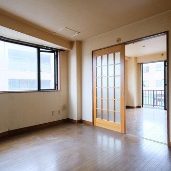 【工事前】広いダイニング!この変わった形の窓がいいですね!