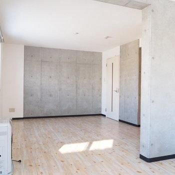 コンクリートの壁がクール※写真は別部屋です
