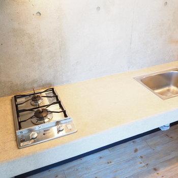 こちらはキッチン部分※写真は別部屋です