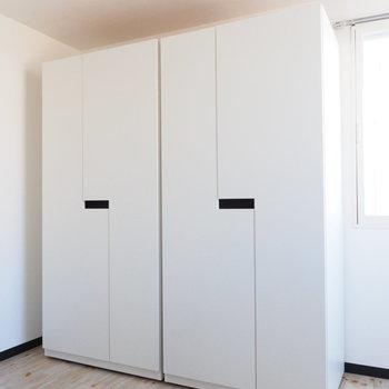 可動式の収納が2つもあります!※写真は別部屋です