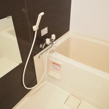 お風呂はシンプルで落ち着いた感じ※写真は別部屋です