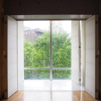 いざサンルーム。※写真は3階の同間取り別部屋です。