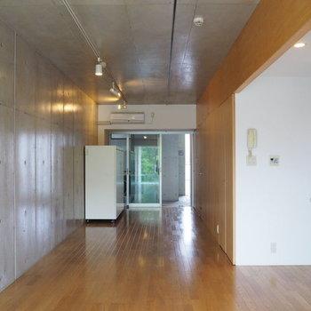 収納をパーテーションに使おうかしら。※写真は3階の同間取り別部屋です。