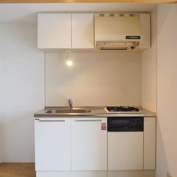 キッチンさん。2口ガスコンロです。※写真は3階の同間取り別部屋です。