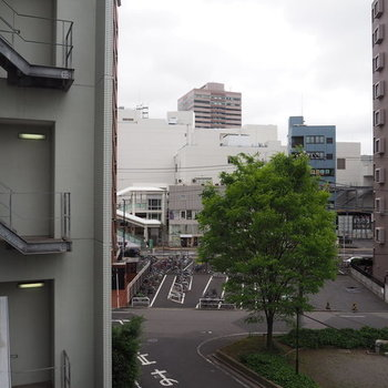 駅見えてる!近い!※写真は3階の同間取り別部屋です。