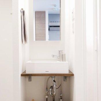 可愛い洗面台〜。※写真は同間取り7階のお部屋です