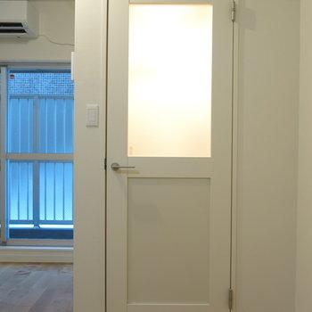 帰りの遅い日も、玄関には優しい灯りが迎えてくれます。